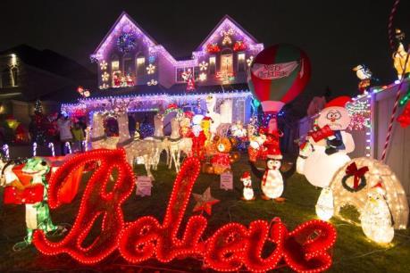 Toronto rực rỡ sắc màu đón Giáng sinh