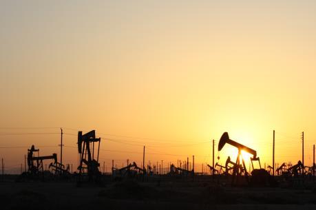 Giá dầu thế giới hưởng lợi do dự trữ dầu mỏ của Mỹ giảm