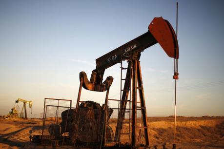 Những tác động trái chiều của giá dầu thấp