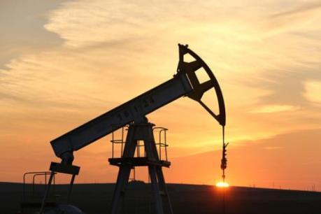 Giá dầu Brent vượt trở lại so với giá dầu thô Mỹ