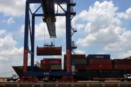 Xuất nhập khẩu của Malaysia tăng 7,6% trong tháng 11/2015