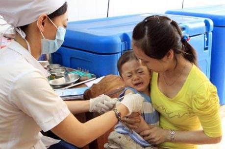 Trẻ đã tiêm vắc xin dịch vụ có thể quay lại tiêm vắc xin Quinvaxem miễn phí