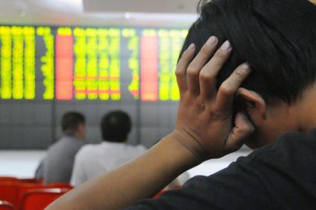 Vn-Index giảm gần 3 điểm sau cú lao dốc của chứng khoán Trung Quốc