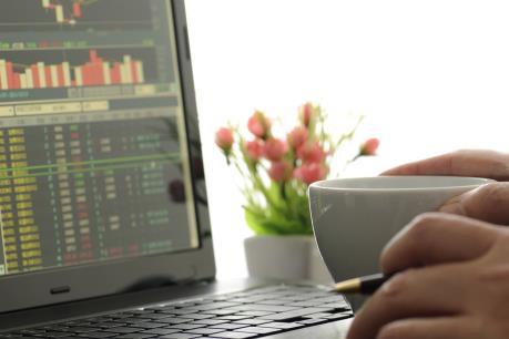 Thị trường hồi phục, VN-Index tăng vọt gần 5 điểm