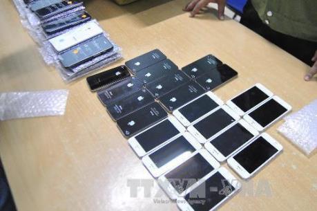 Truy tố cán bộ hải quan tiếp tay buôn lậu hơn 700 chiếc Iphone