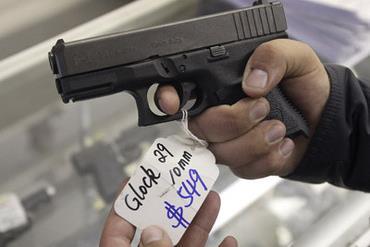 Mỹ: Doanh số bán súng tăng mạnh trước khi Chính phủ siết chặt quản lý