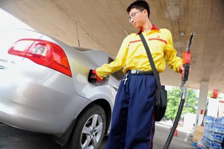 Giá dầu thế giới rơi xuống mức thấp nhất trong 12 năm