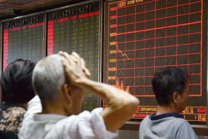 Vì sao thị trường chứng khoán Trung Quốc lao dốc?