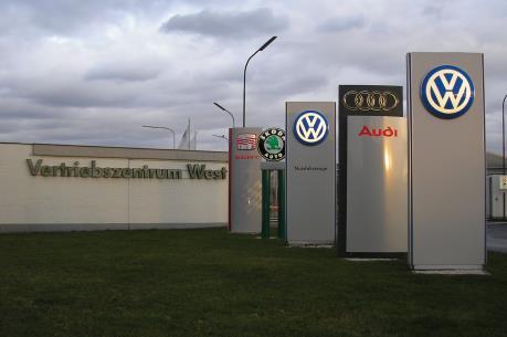 """Volkswagen để mất """"ngôi vương"""" tại Nhật Bản năm 2015"""