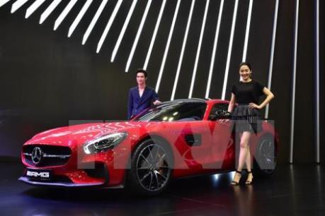 """Mercedes-Benz """"ăn nên làm ra"""" tại thị trường Malaysia"""