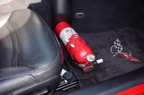 Singapore khuyến cáo người dân trang bị bình chữa cháy trên xe ô tô