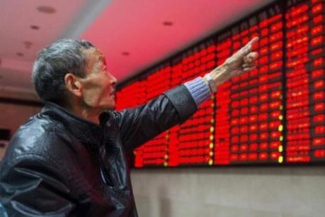 """Trung Quốc """"nhuộm đỏ"""" các sàn chứng khoán toàn cầu trong tuần đầu Năm mới"""