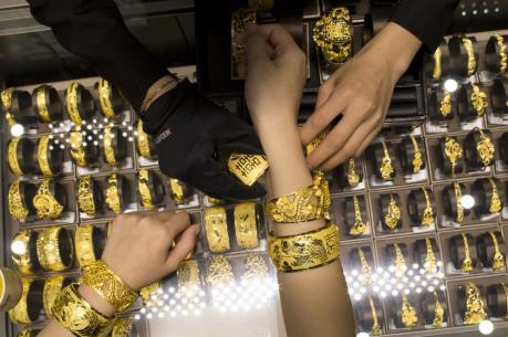 """Nhà đầu tư châu Á tìm đến vàng để tránh """"bão"""" chứng khoán"""