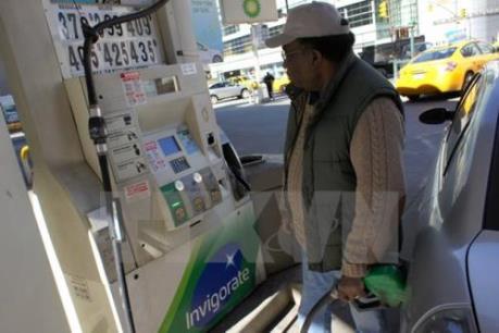 Giá dầu thế giới để tuột mốc 32 USD/thùng lần đầu tiên trong 12 năm