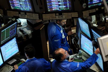 Chứng khoán Âu-Mỹ xanh sàn bất chấp giá dầu thấp kỷ lục