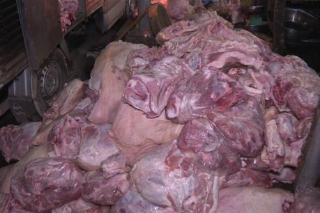 Tiêu hủy hơn 4,2 tấn thịt lợn thối tại Hưng Yên