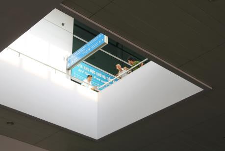 Cấp cứu một hành khách nước ngoài rơi từ tầng 3 ở sân bay Tân Sơn Nhất