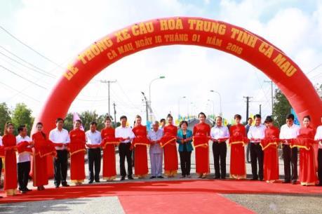 Thông xe cầu Hòa Trung và đường Hồ Chí Minh đoạn Năm Căn – Đất Mũi