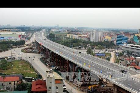 Thông xe cầu vượt nút giao trung tâm Long Biên