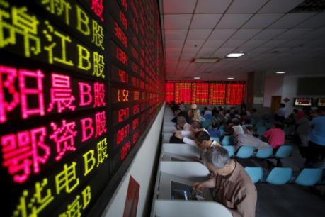 Chứng khoán Trung Quốc lên điểm bất chấp GDP tăng thấp nhất trong 25 năm