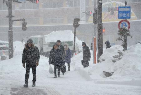 Nhật Bản: Tuyết rơi dày ở khiến hàng trăm người bị thương