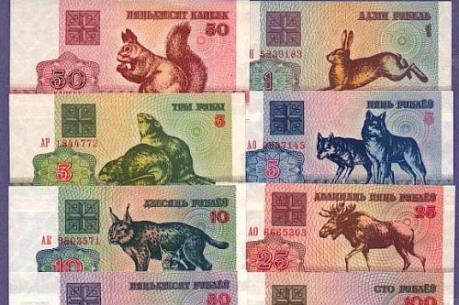 Người dân Belarus ồ ạt chuyển tiền tiết kiệm thành ngoại tệ mạnh
