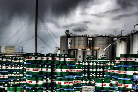 Giới chuyên gia: Đã tới lúc thế giới cần giảm sản lượng dầu