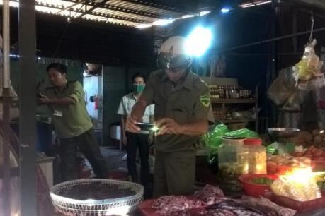 Phát hiện gần 200 kg thịt trâu bò bốc mùi hôi thối