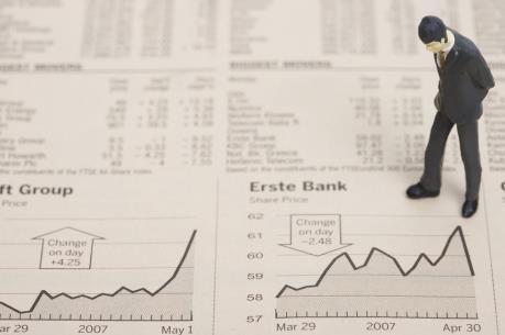 Thanh khoản mạnh, VN-Index giảm gần 5 điểm