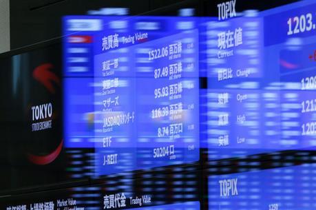 Chứng khoán Nhật Bản thăng hoa sau quyết sách của BoJ