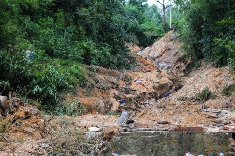 Quảng Ninh: Hàng nghìn mét khối đất đá sạt lở, 3 người mất tích