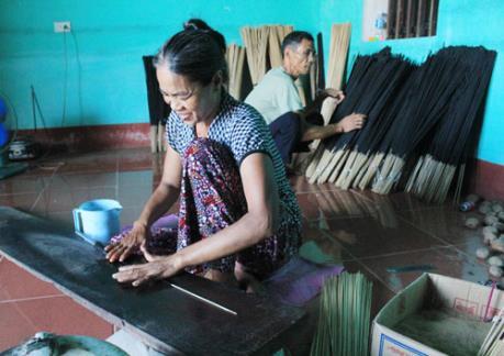 Làng Chóa giữ nghề sản xuất hương đen