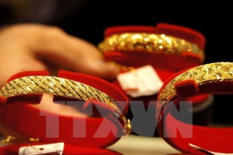 Giá vàng chạm mức cao nhất trong ba tháng