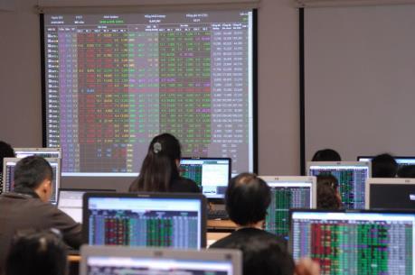 Cổ phiếu dầu khí tiếp tục khiến thị trường lao đao