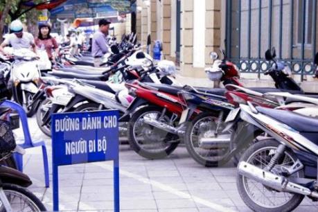 Bát nháo phí trông giữ xe tại Hà Nội