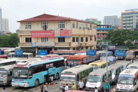 Hà Nội: Vận tải dịp Tết -  Văn minh trong bến lộn xộn ngoài bến