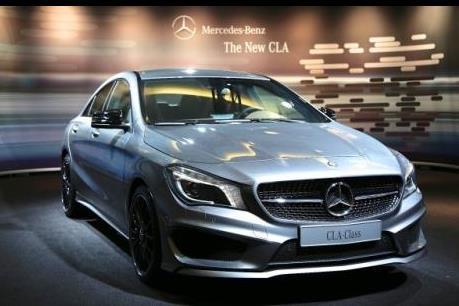 """Mercedes-Benz """"phất"""" lớn năm 2015"""