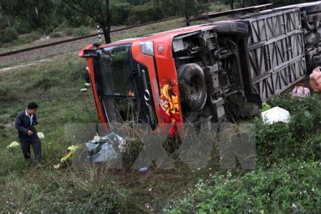 Hà Nam: Lật xe khách trên Quốc lộ 21B đoạn qua huyện Bình Lục