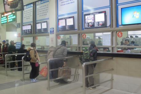 Bến, tàu xe tại Hà Nội chưa xuất hiện ùn ứ, giá không tăng