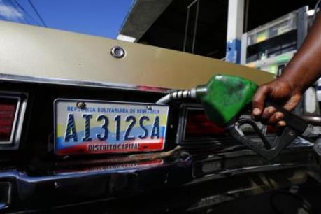 Giá dầu tăng, giảm trái chiều ở châu Á
