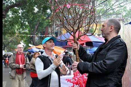 Người nước ngoài ở Việt Nam háo hức chờ Tết Việt