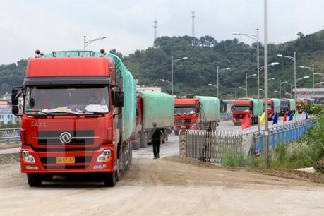 Cửa khẩu quốc tế Lào Cai xuất những lô hàng đầu tiên