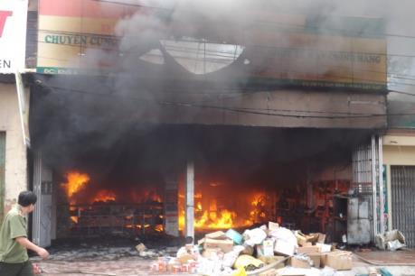 Cháy lớn giữa trưa mùng 5 Tết thiệt hại gần 2 tỷ đồng
