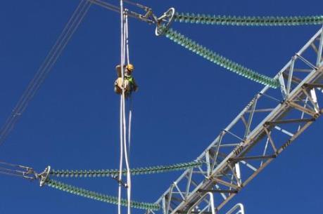 Đầu tư hệ thống truyền tải điện đồng bộ