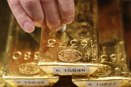 Giá vàng tiếp tục tuột dốc