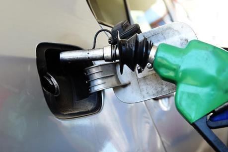 Giá dầu Brent tại châu Á vượt mức 34 USD/thùng