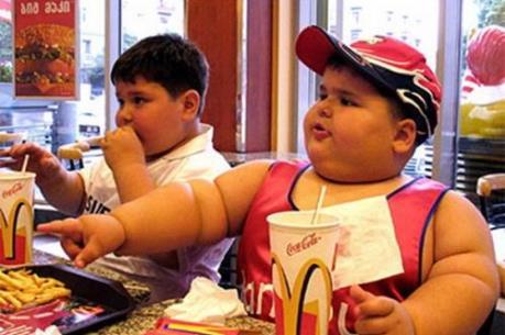 Nguy cơ trẻ béo phì do mẹ ăn quá nhiều cá khi mang thai