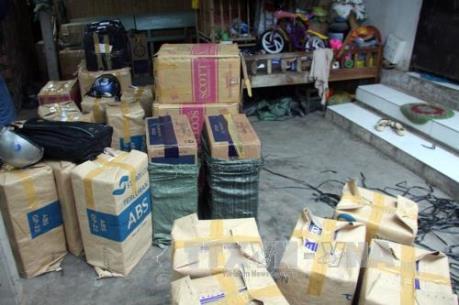 Bắt vụ vận chuyển trái phép hơn 1.200 cây thuốc lá