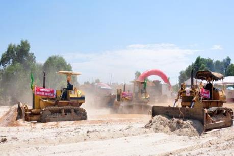 Đẩy nhanh tiến độ thi công dự án đường Trì Bình - cảng Dung Quất