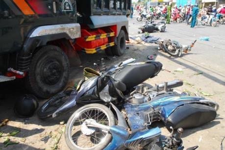 Xe tải mất lái làm 5 người thương vong